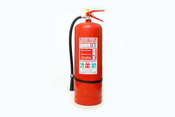 Extintores 10 kilos Portátiles ABC al 40% y 90%, alto rendimiento con carga de Polvo Químico Seco Multipropósito certificados. Aplicaciones: Indicados para incendios clase ABC, con alta eficiencia y seguridad. Éste extintor es recomendado para ser utilizado en áreas grandes y locales donde se encuentren equipos de alto valor. Apaga el fuego desplazando el oxígeno del área, disminuye la temperatura y le forma una película aislante al oxígeno. Cantidad según carga de combustible.