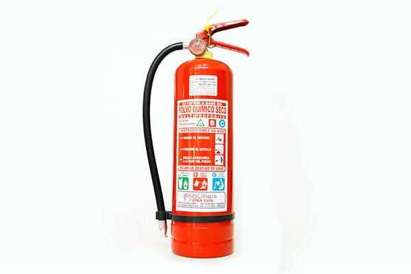 Extintores 4 kilos Portátiles ABC al 40% y 90%, alto rendimiento con carga de Polvo Químico Seco Multipropósito certificados. Aplicaciones: Indicados para incendios clase ABC, con alta eficiencia y seguridad. Éste extintor es recomendado para ser utilizado en áreas grandes y locales donde se encuentren equipos de alto valor. Apaga el fuego desplazando el oxígeno del área, disminuye la temperatura y le forma una película aislante al oxígeno. Cantidad según carga de combustible.